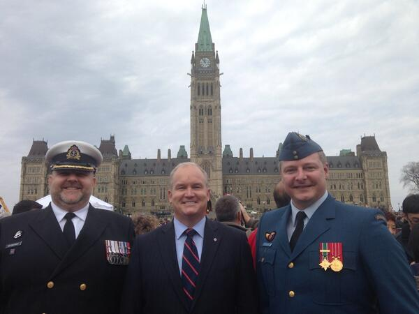 Ran into #RMC classmates on the Hill at #NationalDayofHonour - they r still serving with distinction @CanadianForces http://t.co/FdrRvFZOLd
