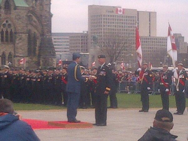 Baton w last Cndn flag in #Afghanistan handed off to Chief of Def Staff Gen Lawson (then 2 PM, then GG) #DayofHonour http://t.co/mBi2itEr6l
