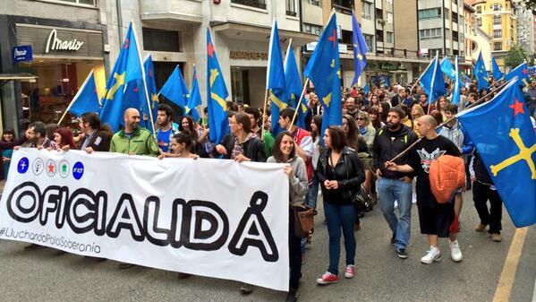 Una de les manifestaciones pola #oficialidá más grandes de los últimos años. #DiaDeLesLletres http://t.co/WcuTb1WIb4