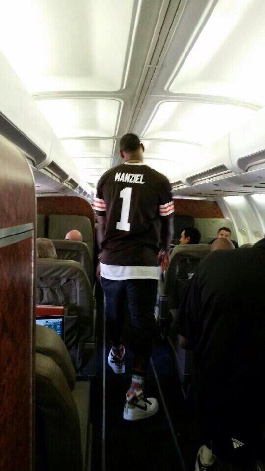 LeBron James in a Browns Manziel jersey — http://t.co/kFFnShnZ4z