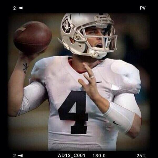 BREAKING NEWS -- @FresnoStateFB @derekcarrqb drafted by @RAIDERS w/ #36 pick in the #NFLDraft #GoDogs http://t.co/v5eCGgI2nV