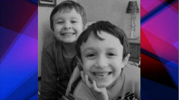 MORE ON LODI MISSING KIDS:Anthony & Nicholas Jordan wearing maroon shirts,khaki pants.Connected to poss murder scene. http://t.co/5eYGgfh1Fk