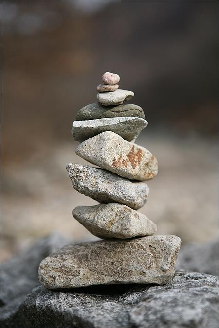 허물려면 손가락 하나, 쌓으려면 온 몸 온 마음. http://t.co/NhQgpWRLWY