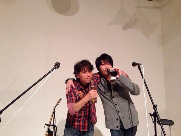 """夜中に 後輩で弟的存在の俳優""""徳山秀典""""も合流!いっぱい語って、歌って 、楽しかったなぁ!! 彼が17歳の時からの長い付き合い。ほんといい男になってるよ。うん! http://t.co/gherEx3SAw"""