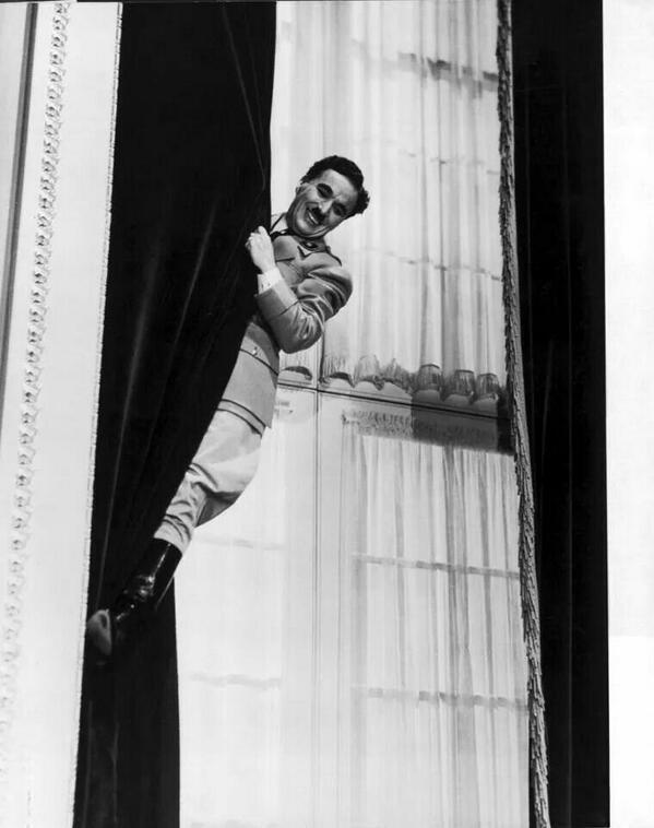 Résultats de recherche d'images pour «grimper dans les rideaux chaplin»
