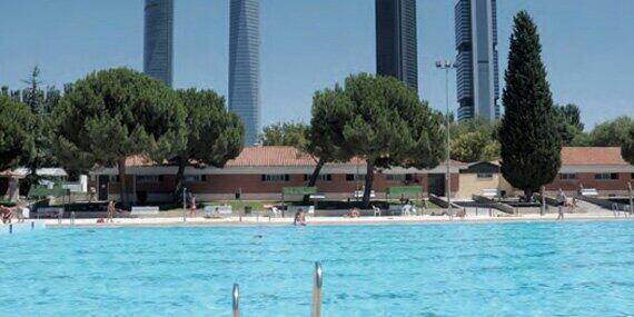 Resultat d'imatges de piscina uam