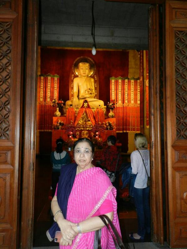At the fabulous Jingan temple in Shanghai... http://t.co/HUWV45w4hM
