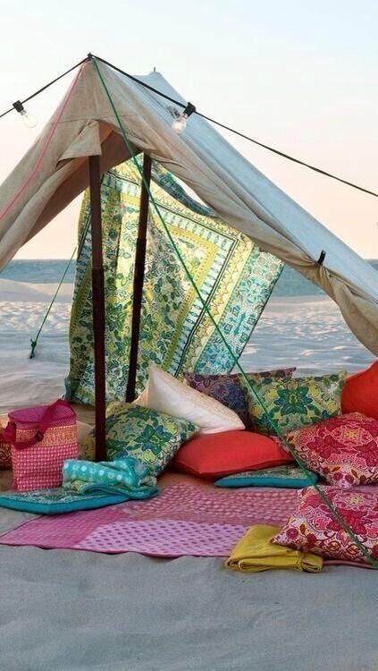 Camping out on a beach 🙌    #SummerBucketList http://t.co/FMgXXsA1zp