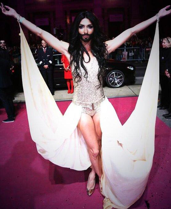 Bow down #eurovision http://t.co/mfXfOh9Baa