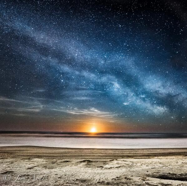 There are more stars in our Universe than there are grains of sand on all the beaches of Earth. (Photo by Jim Abels) http://t.co/QFOHR4GuhD