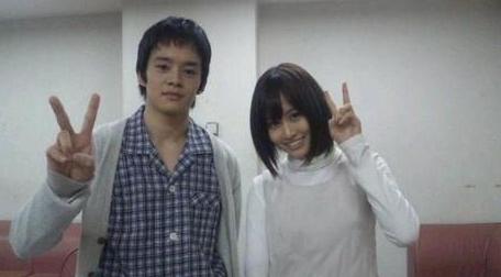 俳優とVの前田敦子