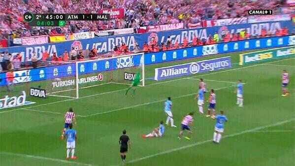 Willy Caballero (Malaga) made an incredible 95th minute save to deny Atletico Madrid the title [Vine & GIF]