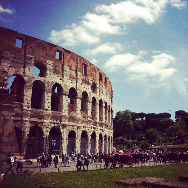 Beauty inside and out!  #Collosseo #Roma #IbnBattuta #lovesItalia @BisanBattrawipic.twitter.com/bwBkbIfuOb