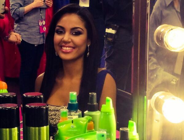 Así se maquilla #NBLNabila tras bastidores. Felicidades a ella. Tu la apoyas? http://t.co/wH8Rk9Y5k0