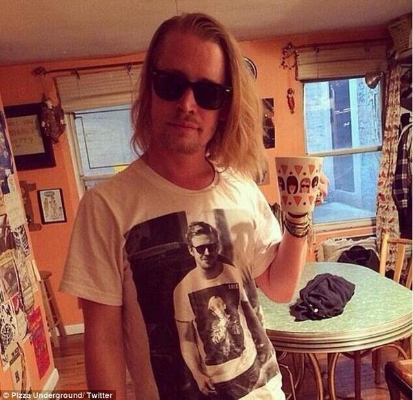 Your move Gosling. A photo of Macaulay Culkin wearing a photo of Ryan Gosling wearing a photo of Macaulay Culkin. http://t.co/QLwgwi5I0x