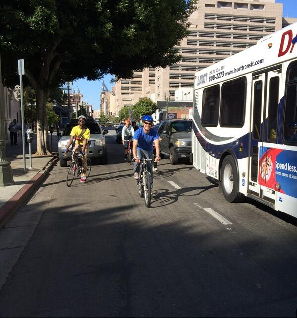 Did anyone see @ericgarcetti biking to work this morning? #BikeWeekLA #bikeLA @LADOTBikeProg @LAMayorsOffice http://t.co/ol2II0O32H
