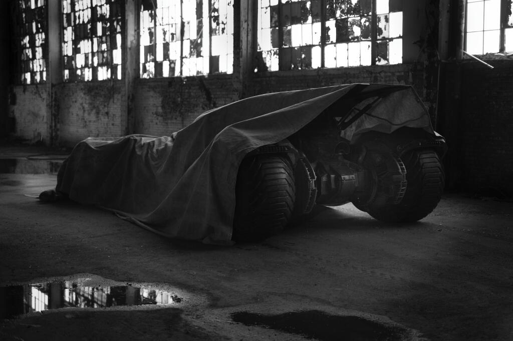 First look at the new (But teased) Batmobile BncsTOSCYAAl99e