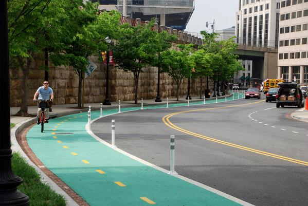 Now, this is what we are talking about! Top notch bike infrastructure in DC. Kudos @DDOTDC. (Photo via @beyonddc) http://t.co/RCHDc7hxjb