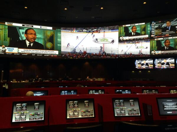 ensua: big screen for a great game #RUSvsUSA in #HRH, love the schedule of #MagentoImagine :) http://t.co/WGMvEPodv7