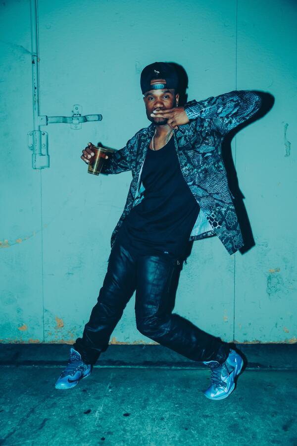 """""""@Usher: #GoodKisser Roll Call: @MarcMarv #TeamUsher #Dancer #VoiceTop5 http://t.co/5bPe3mckLU"""" http://t.co/EkIVAWS6nt"""