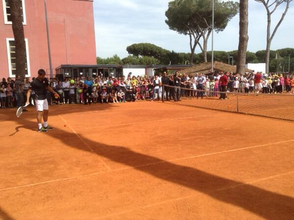 Always enjoyed being part of Kids Day in Rome tournament. Oggi iniziamo torneo con partita contro Stepanek.Forza :-) http://t.co/zgjDZA0WjG