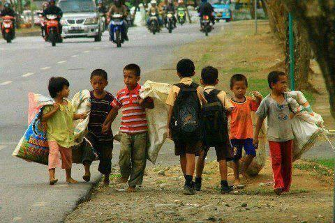 """@meVirus19: Different ways, Different destiny  Such a meaningful click #destiny #children http://t.co/NI9H7nkXUw"" #shamefulparadox"