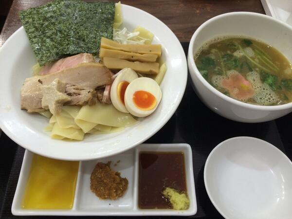 (・ω・) <青森名物「かっけ」を使ったつけ麺を食べた。大きくてちと食べにくい…ふぉ。 http://t.co/t1nNiTRZ1p