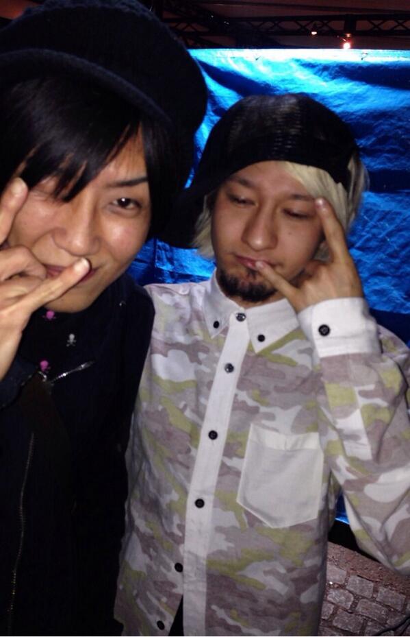 沖縄フェスで偶然あった∑(゚Д゚) 居るって噂きいて 電話したら目の前に居た∑(゚Д゚)笑 飲みまくったな‼︎ ゆうすけ‼︎ http://t.co/xHj3og4aE8