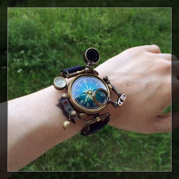 【Steampunk〜スチームパンク〜】飛空艇乗りの腕時計 -製造番号012-17、18日開催のデザインフェスタ(ブースNo.C-127)にてお披露目いたします! pic.twitter.com/WbBEel0Q13