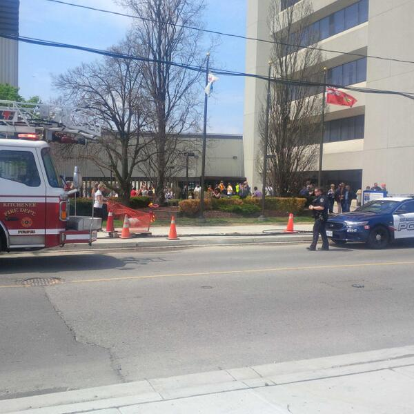 BREAKING. Maple Leaf Foods Plant in Kitchener evacuated due to ammonia leak. http://t.co/xjKwUlIEXA