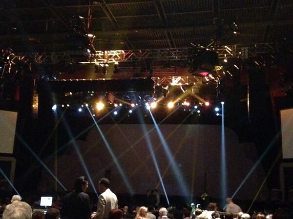 billonion: Let the show begin!  #MagentoImagine @nobrowncow http://t.co/o42BRZM7vK