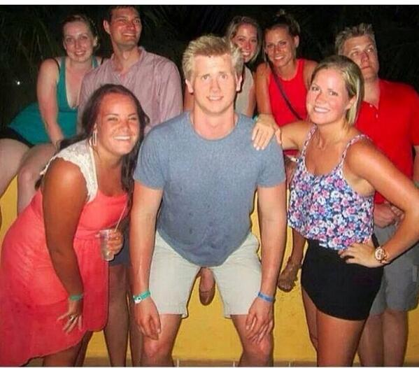 Now this is a photobomb! http://t.co/WGMm9bqkeG