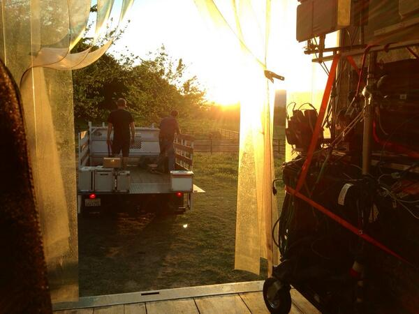"""6x23 """"FOR BETTER OR FOR WORSE"""" post-ep BTS pics & tweets  - Page 2 BnjEIM5IEAAL5LN"""