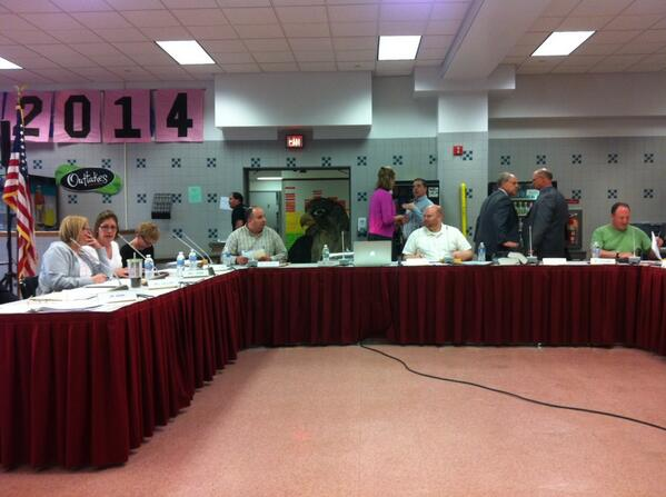 Pottsgrove School Board meeting now getting underway, 25 minutes late. http://t.co/3a7n4ihPlg