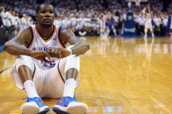KD couldn't watch as Russ sinks free throws. Amazing Photo! http://t.co/owqweTd9bb