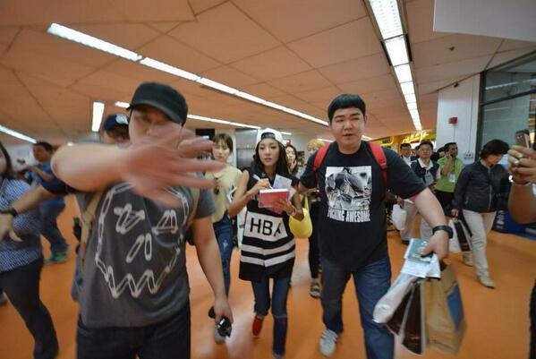 SHOWBIZ @dwiz882 Sandara Park @krungy21 back in Manila Photo from: @raoulesperas http://t.co/mubwM3KMNO