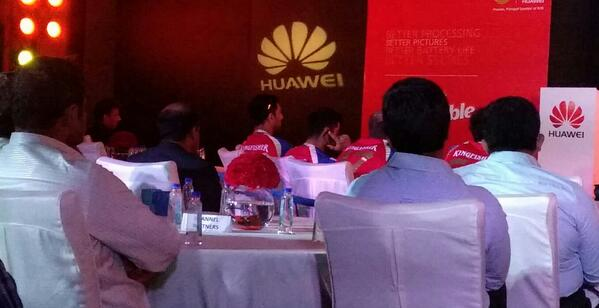 Kohli is using his iPhone to make a call just after launching the new Huawei phones. Ouch! http://t.co/ZEeG7RmwJO