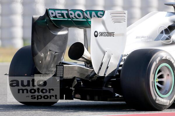 Negative reactions to trumpet F1 exhaust