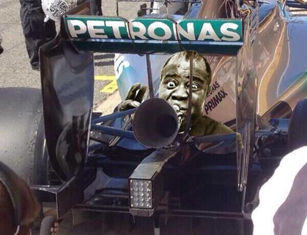 """Mercedes testa escapamento """"corneta"""" para aumentar som do motor na F1 BnlnWbtIcAAhFc6"""