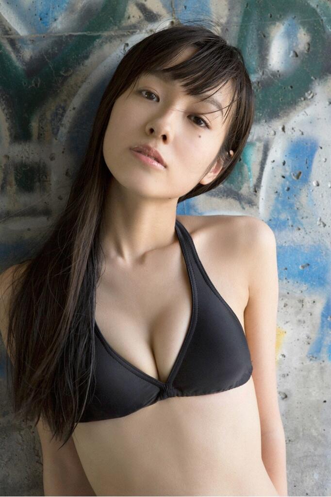 前田希美胸元セクシー