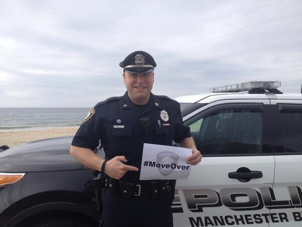 Support the #MoveOver campaign.Keep officers safe when we are trying to keep you safe. Pls retweet to spread word http://t.co/BN7M09MbX9