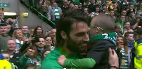 MT  @JOEdotie Great clip of Lennon and Samaras being absolute legends to a young Celtic fan  http://t.co/ug1vH0IbGA … http://t.co/a24KBO23m1