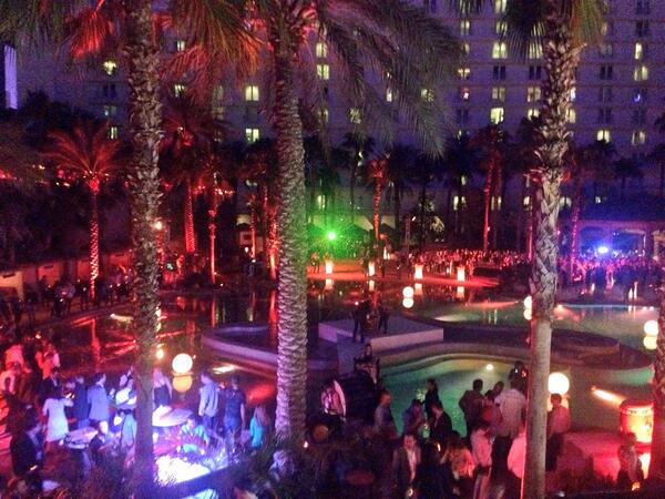 benmarks: #MagentoImagine Community Fact #487: 25% of the crowd on the dance floor last night was your product team. http://t.co/LkDnUAVef3