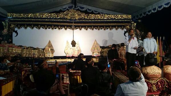 Wayang kulit dan Jokowi mewarnai Waisak 2558 EB / 2014 di Candi Sewu, Klaten, Jawa Tengah.