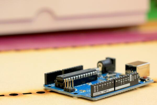 Nice to see @arduino making their boards even lovelier. (UNO's now have pin names printed on the headers) http://t.co/4FP7fbpfpX