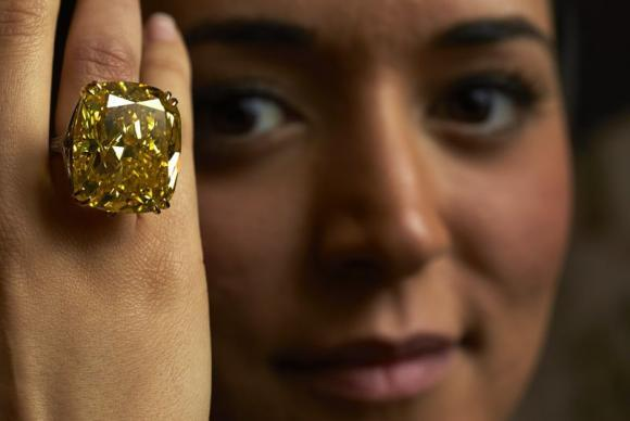 Shine on you crazy diamond: Yellow diamond fetches $16 million in Geneva auction http://t.co/BDPjhslSzh http://t.co/6vCT44QeFO