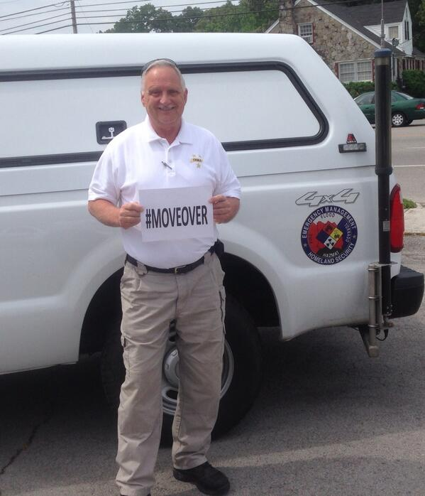 TEMA Area Coordinator J. Thacker supports the #MoveOver movement!  During a visit to MFD http://t.co/Dz72Qmjoop