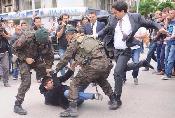 başbakanlık müşaviri @YusufYerkel bu performansından sonra Emniyet Genel Müdür olarak atanır!!! Türkiye burası http://t.co/wOf474pDGV