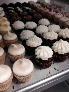 Beat the heat with a free treat! Free Mini Cupcake for 1st 50 people to visit Burbank Shop & mention tweet - Enjoy! http://t.co/OiOo4DLNEU