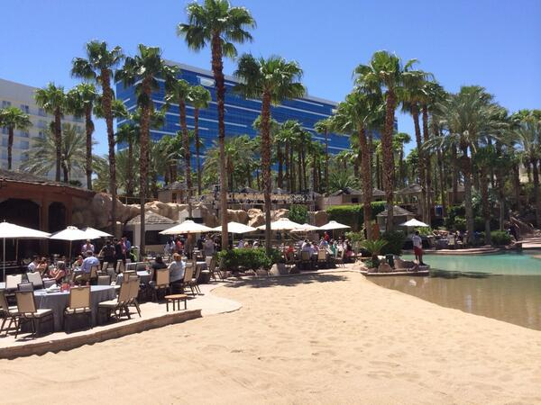 ecommadvisor: Ahhhhhhh...networking lunch @magentoimagine @magento - food, sun and highly profitable conversation. http://t.co/7wDoaRkT1J
